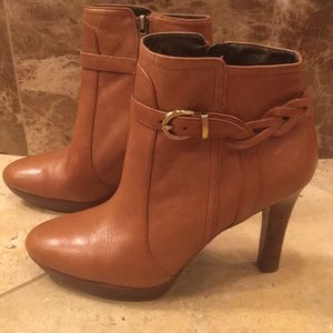 Tan leather shoe booties